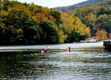 Lake-Lure-Activites-Kayak-Lake